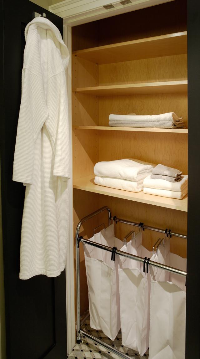 Gillian Gillies Interiors. En-Suite Storage