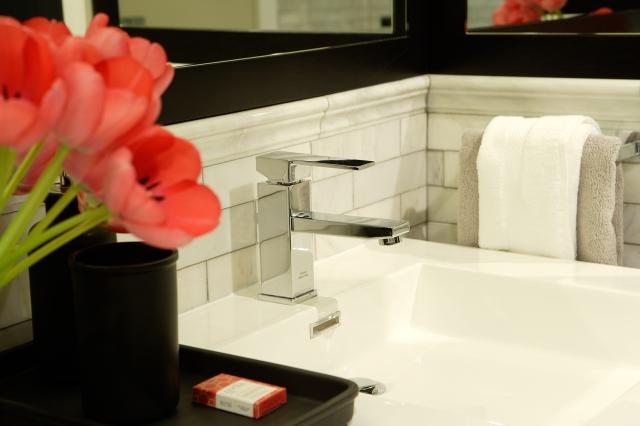 Gillian Gillies Interiors. En-Suite Vanity.